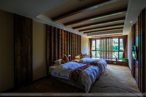 房间设计简洁 大方,原木设计也将民宿的本质最大程度的得以还原,而且