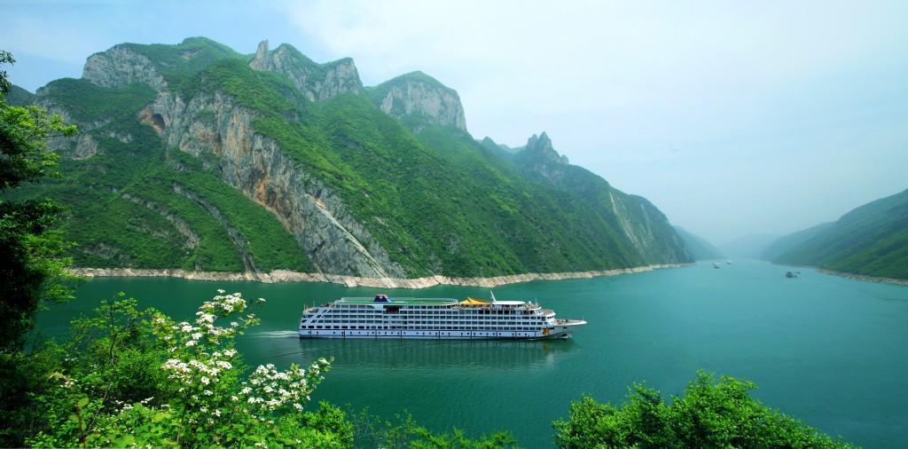 黄金邮轮 船过巫峡.jpg