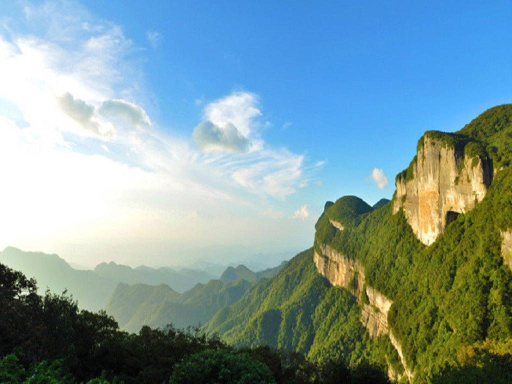重庆+天生三桥+南川金佛山+赤水大瀑布双飞6日跟团游