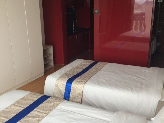 青岛香庭伯睿啤酒酒店(公寓城展中心店)点评赵薇代言的家具图片
