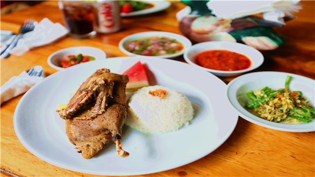 巴厘岛特色脏鸭餐(乌布店/努沙杜尔店)
