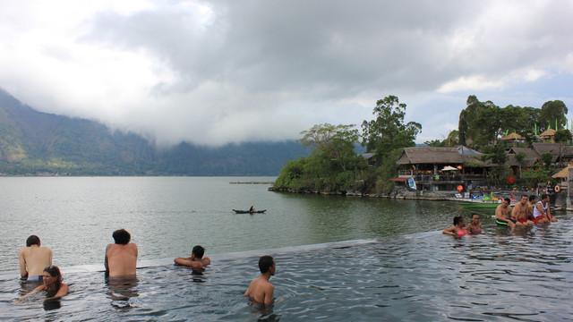 【专车品质】巴厘岛京打马尼火山区 巴杜尔湖午餐 火山温泉 圣泉寺一
