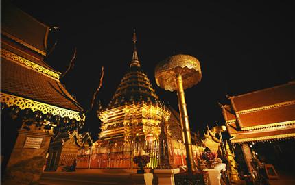 清邁 夜游雙龍寺—純粹感受日月星辰變幻之美