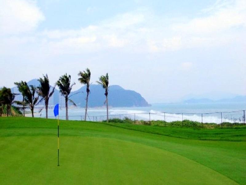 海南三亚鹿回头高尔夫俱乐部