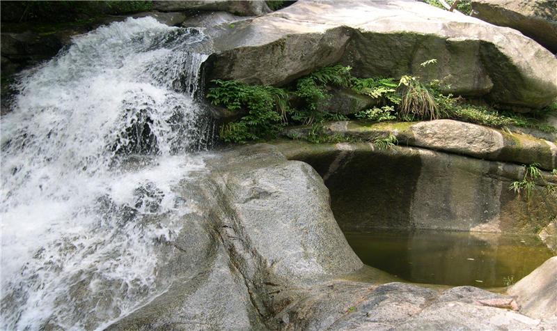 龙井峡瀑布