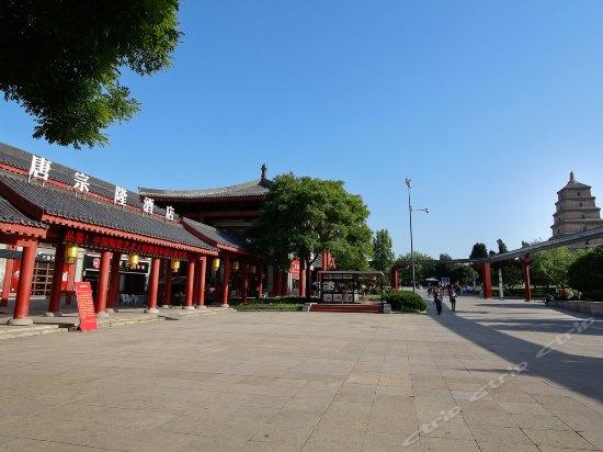 西安唐宗隆酒店_大雁塔北广场喷泉东.西两侧